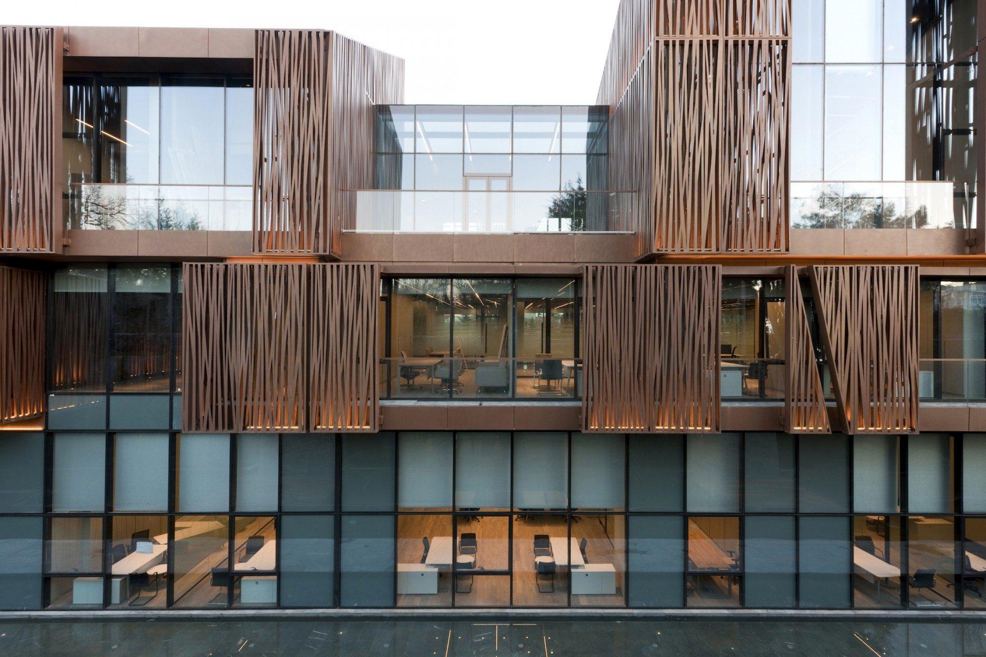 Stapelweise.  Das Selcuk Ecza Hauptquartier von Tabanlioglu Architects.