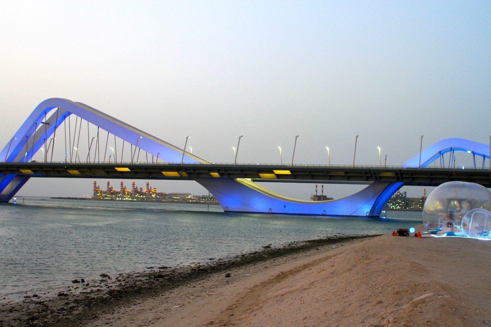 Abu Dhabis Stadtentwicklung anhand der Drei-Brücken-Geschichte