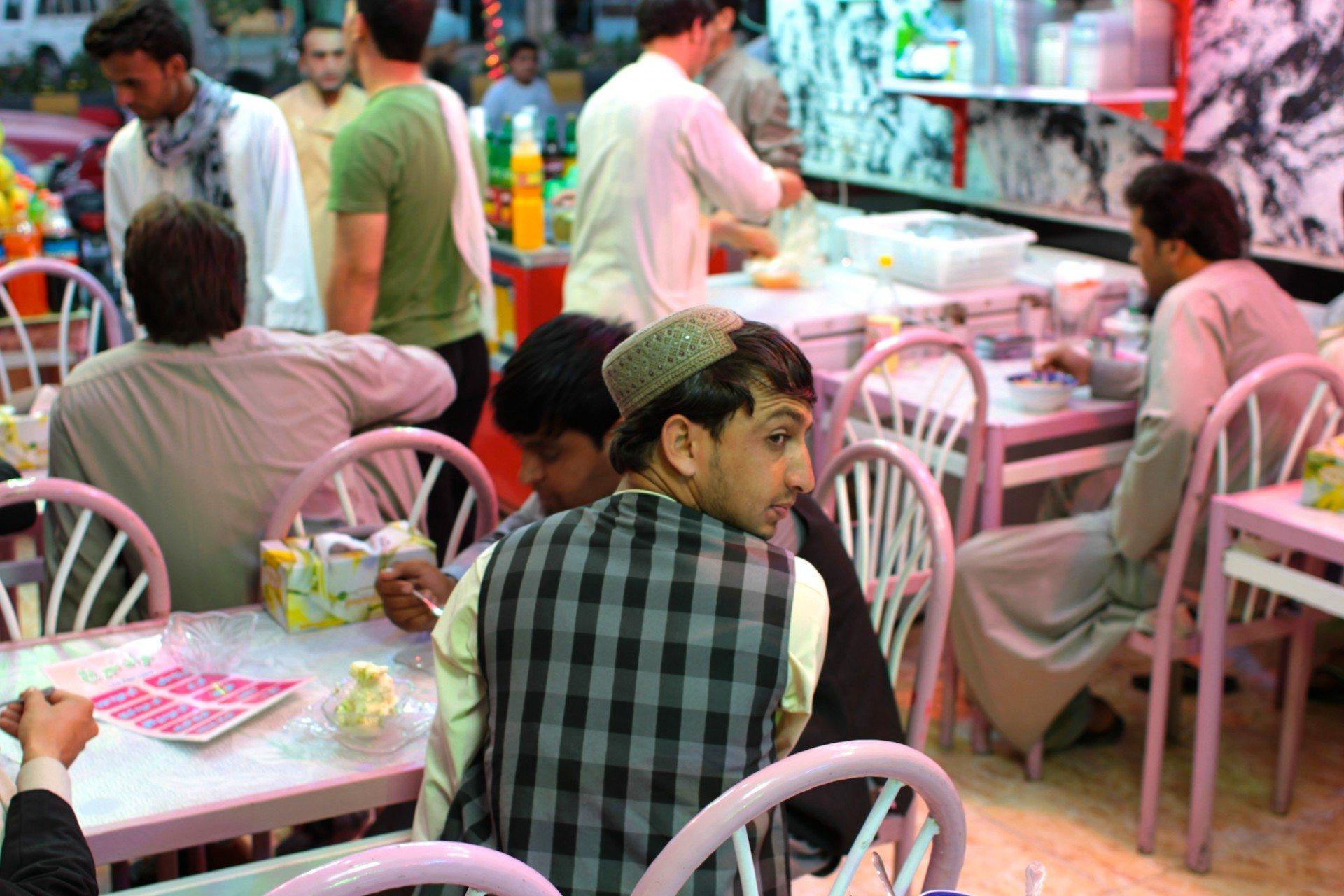 Die Eisverkäufer.  Eisdiele in der Herater Innenstadt