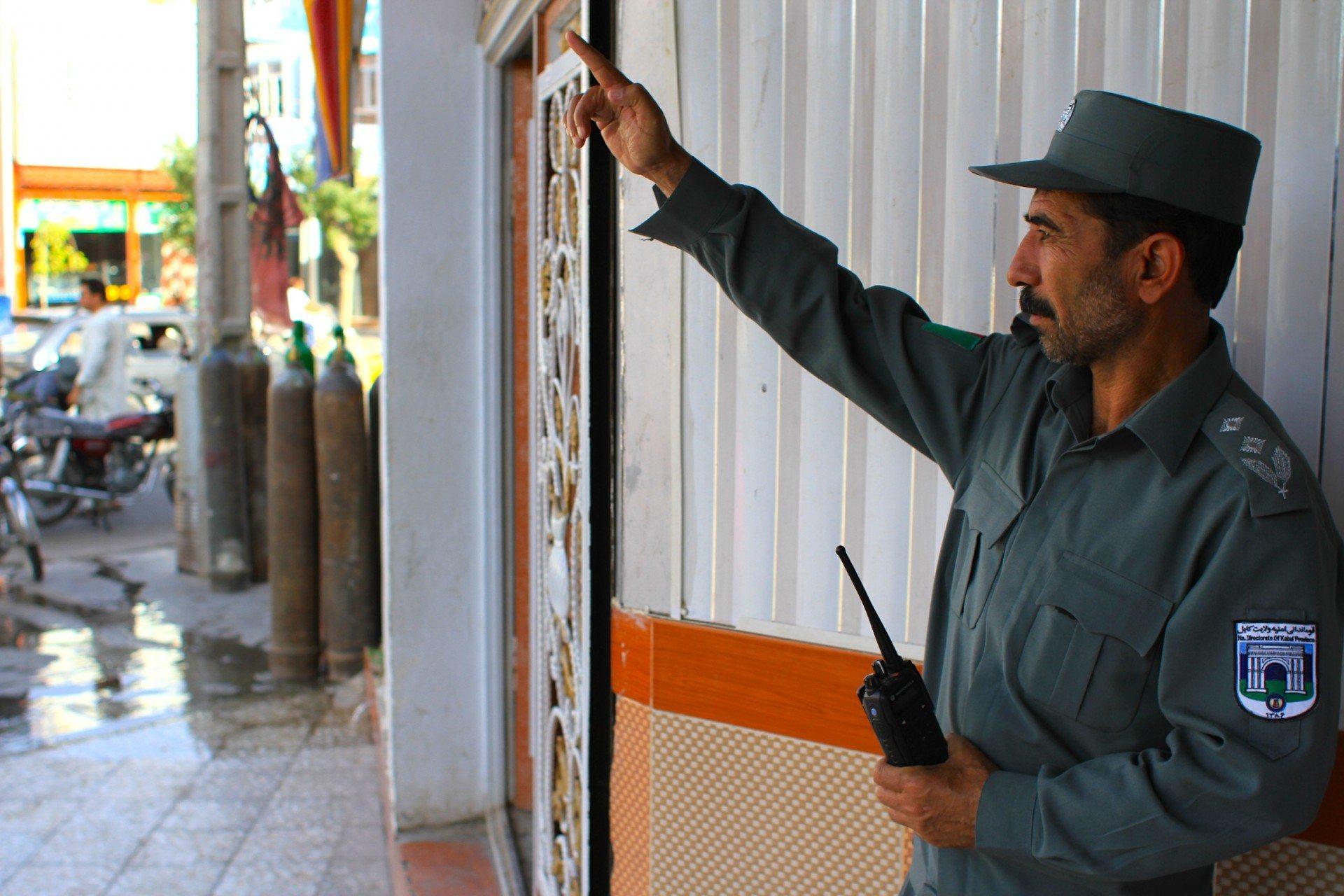 Der Helfer. Herats Polizei bei der Arbeit