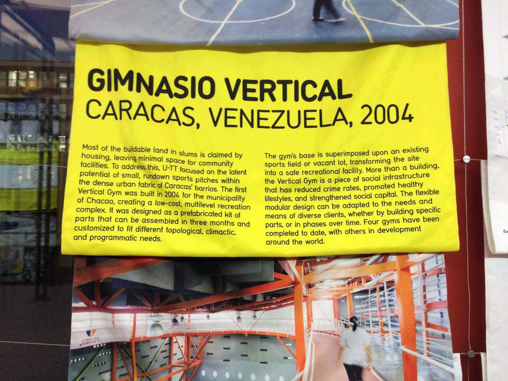 Gimnasio Vertical. Modulare, flexible Hallen verstetigen Sportangebote in den Slums und lassen sich leicht errichten.