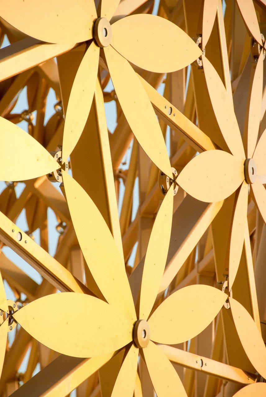 Butterfly Pavillion Sharjah 2015. Robuste Goldfarbe als Schutz gegen die salzige Meerluft.