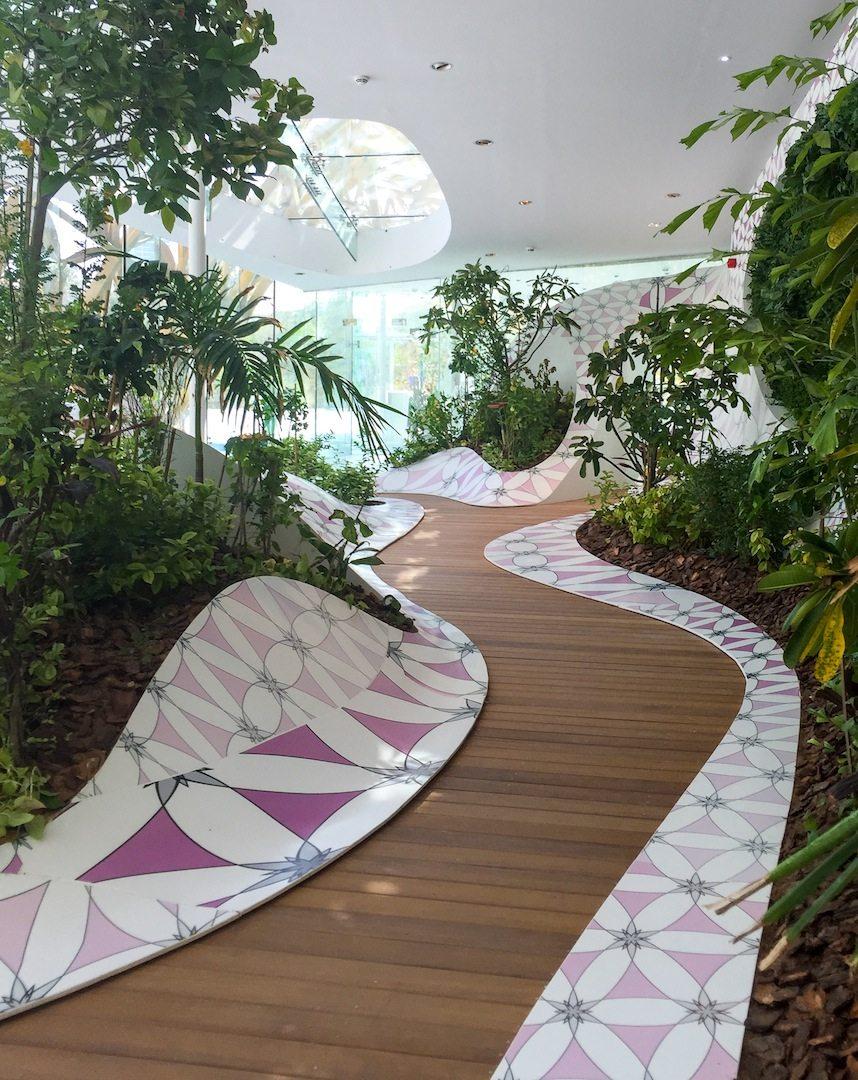Schmetterlingsvoliere.  Der Innenraum der Falter-Biosphäre
