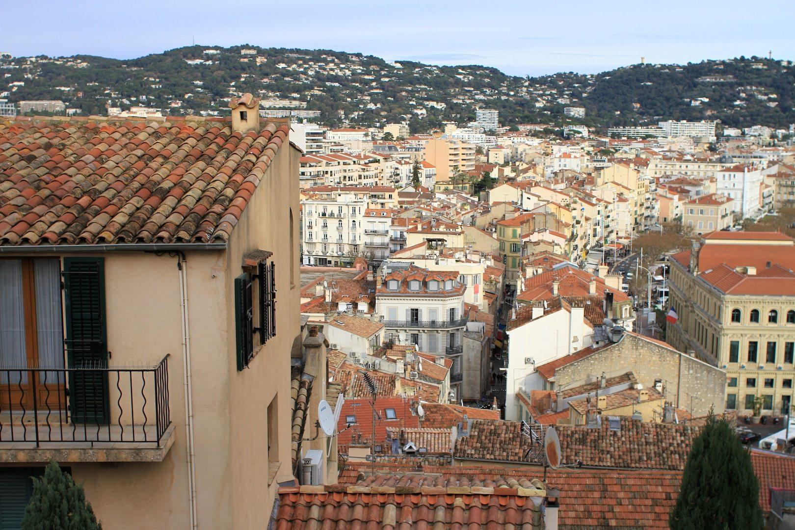 Ausblicke.  Auf die Innenstadt, Cannes