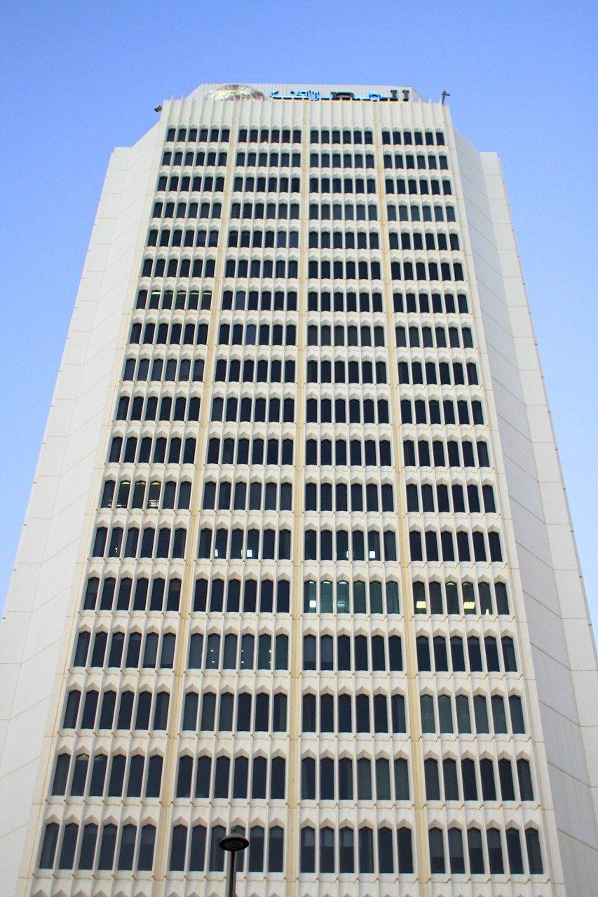 """Arbift Tower. Der im Internationalen Stil erbaute Turm ist wie der Etisalat Tower ebenfalls ein Arthur Erickson-Bau. Der in Vancouver geborene Architekt war einer der wichtigsten Vertreter der kanadischen Nachkriegsarchitektur. Spitzname: """"Beton-Poet""""."""