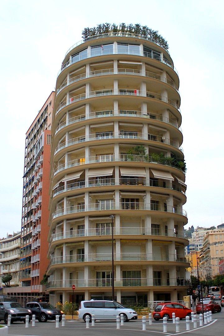 Ermanno Palace. 1960 fertiggestellt, 54 m hoch, Premium-Aussicht auf die Formel 1-Rennstrecke.