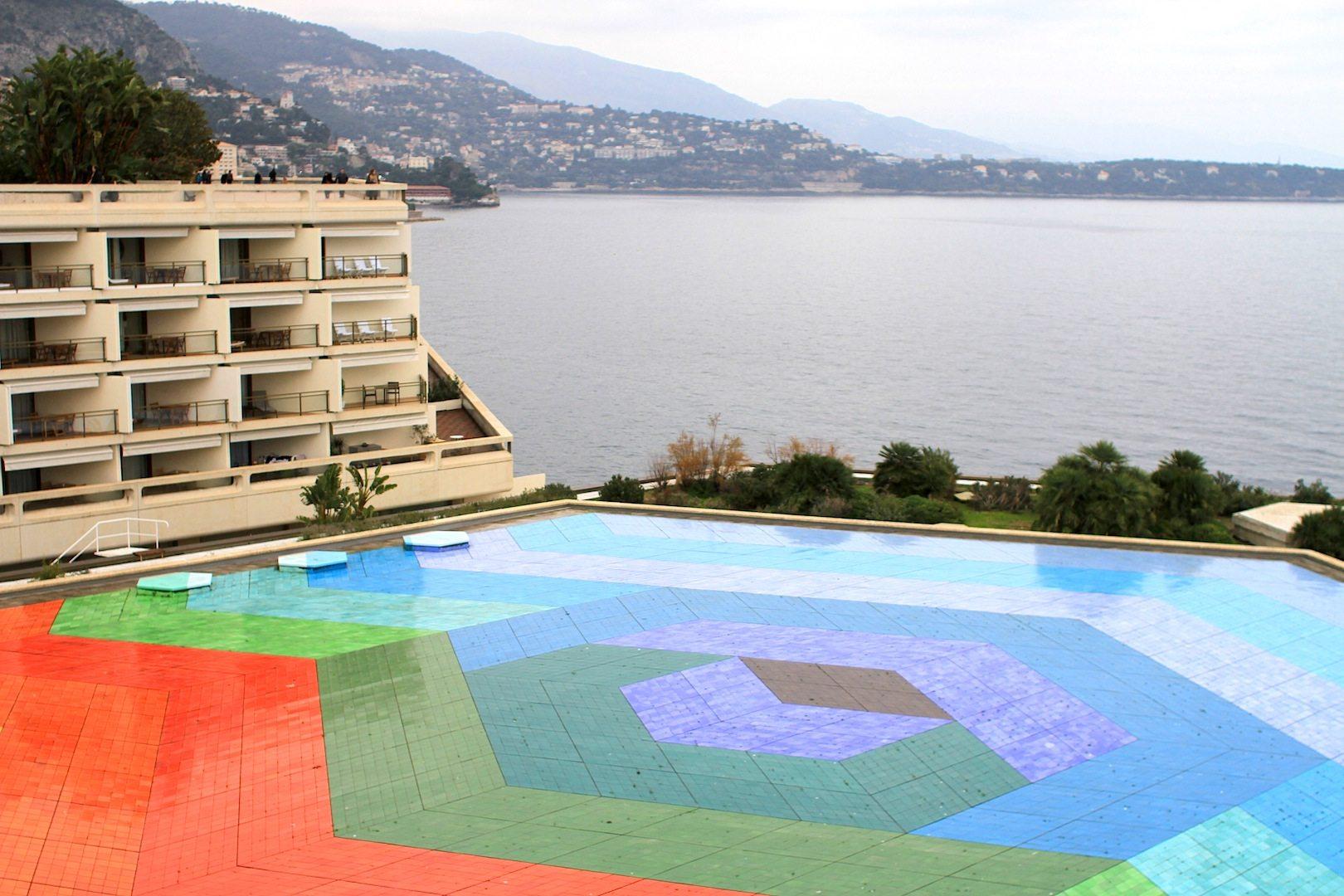 """Das Mosaikpool. Hexa Grace """"Le ciel, la mer, la terre"""", 1979 von Victore Vasarely"""