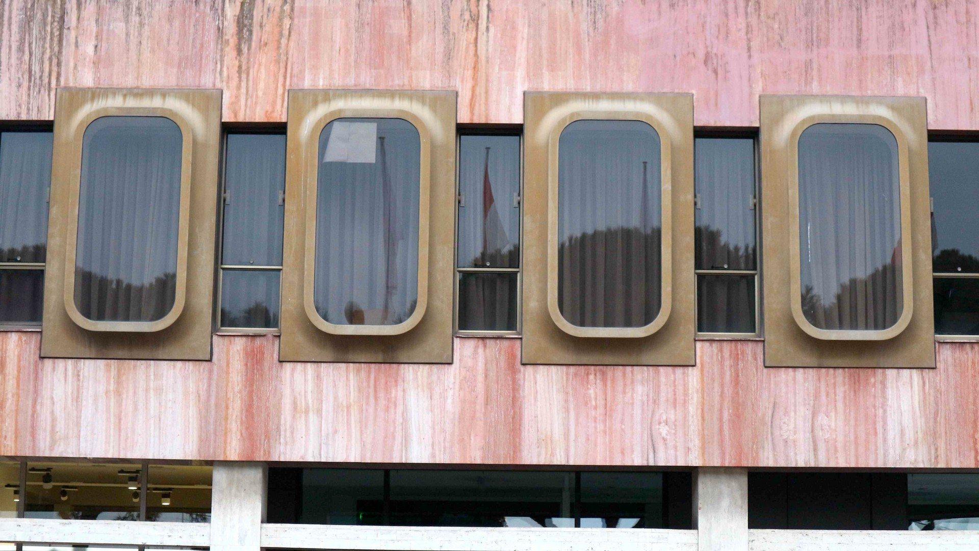 Credit Foncier de Monaco.  Die Glotzaugen-Fenster des Finanzinstituts