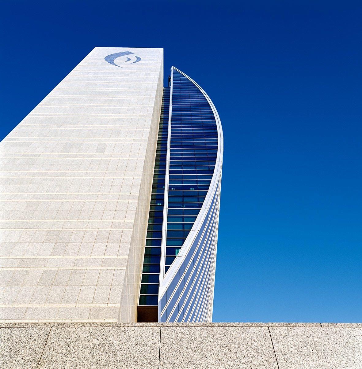 National Bank of Dubai (NBD). Seitenansicht der NBD-Zentrale von Carlos Ott (mit der NORR Group)