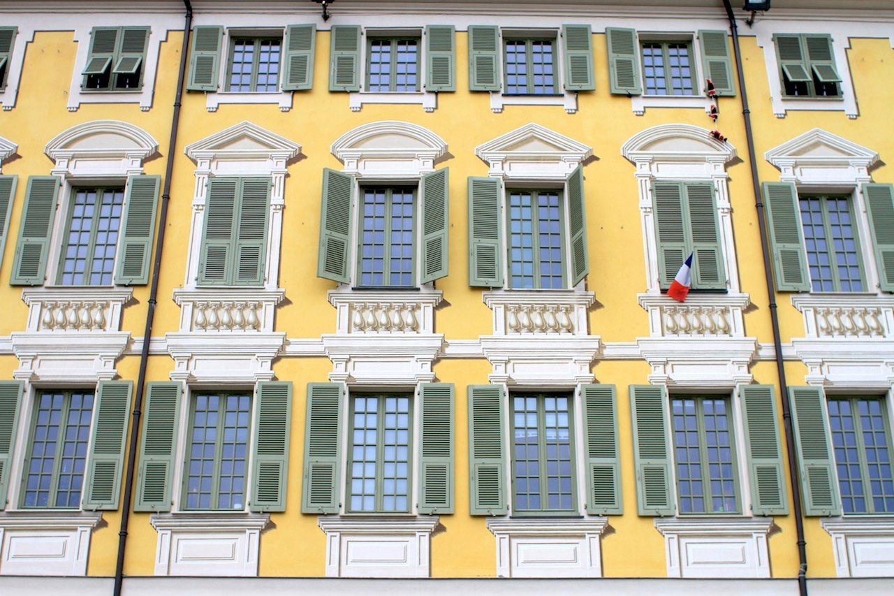 Fassadenkunst.  Place Garibaldi, Nizza