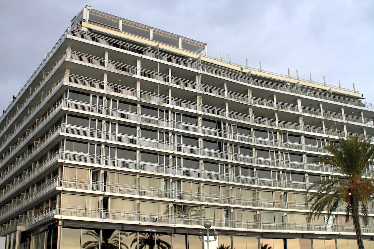 Le Méridien Nice.  1974 eröffnet, 2008 umfangreich unter der Leitung des renommierten französischen Innenarchitekten François Champsaur modernisiert.