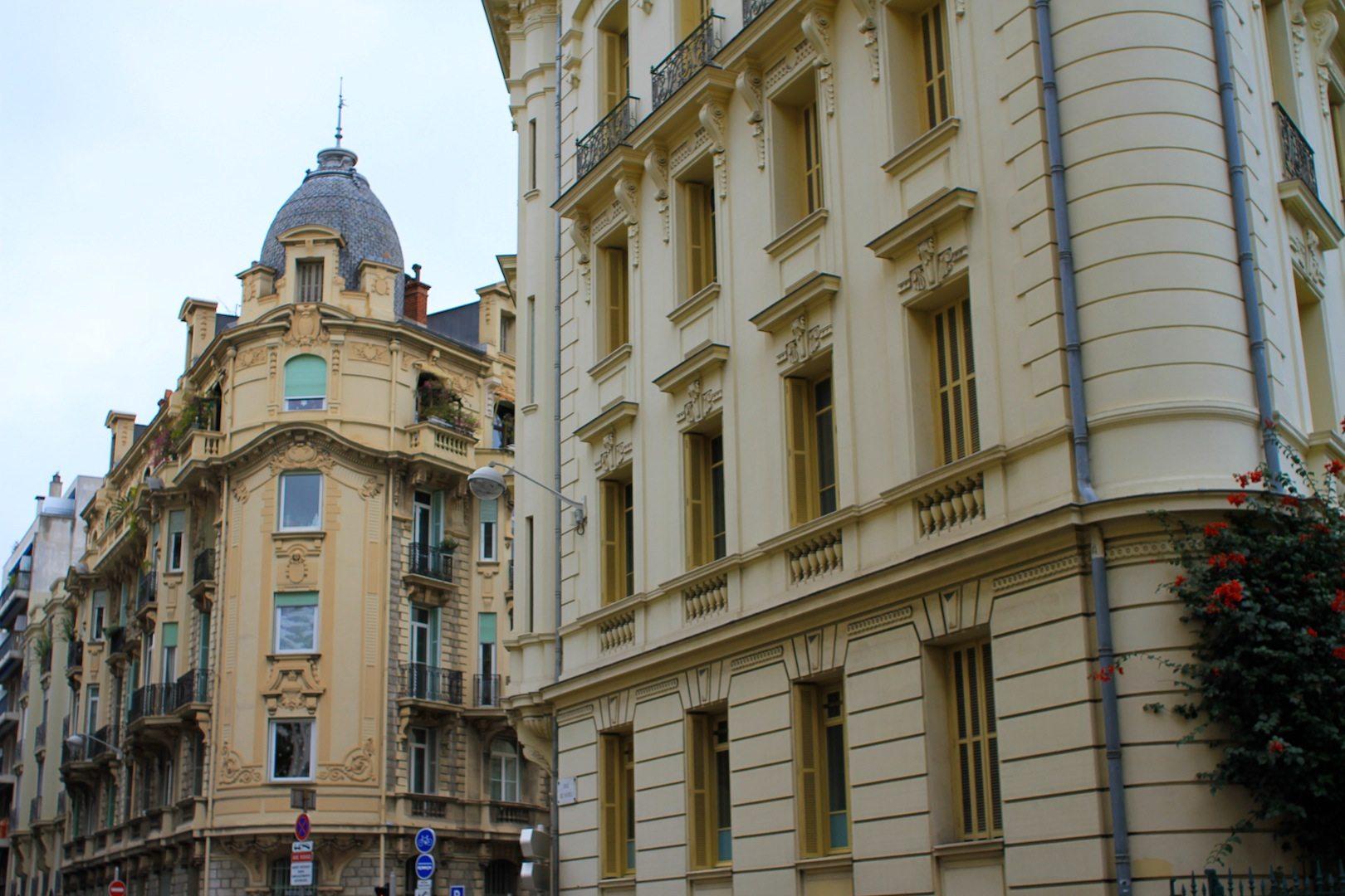 Türmchen und Fassadendetail. Nizza