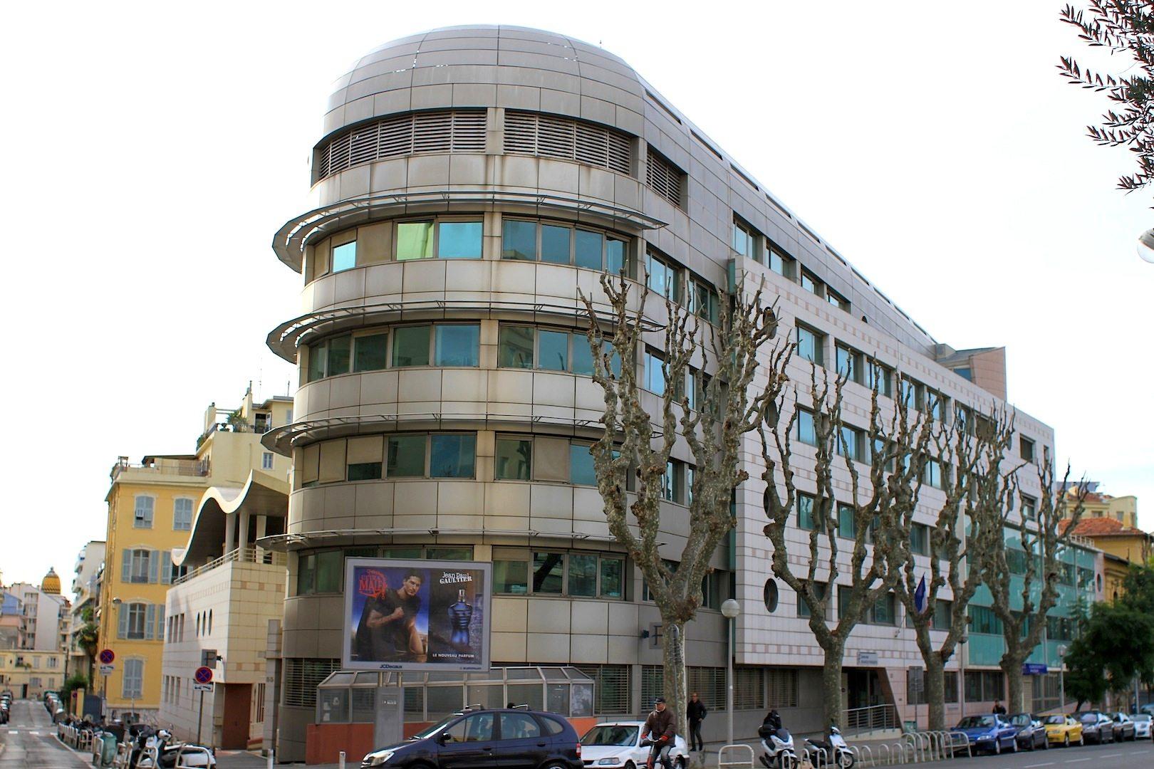 Centre des Finances Publiques. Die am Hauptbahnhof gelegene Finanzbehörde