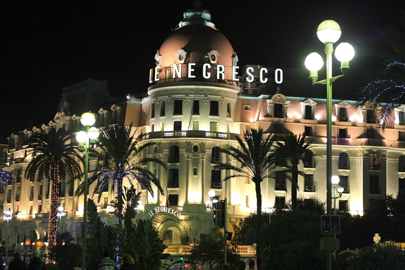 Le Negresco. Fünfsternehotellegende, Nizza
