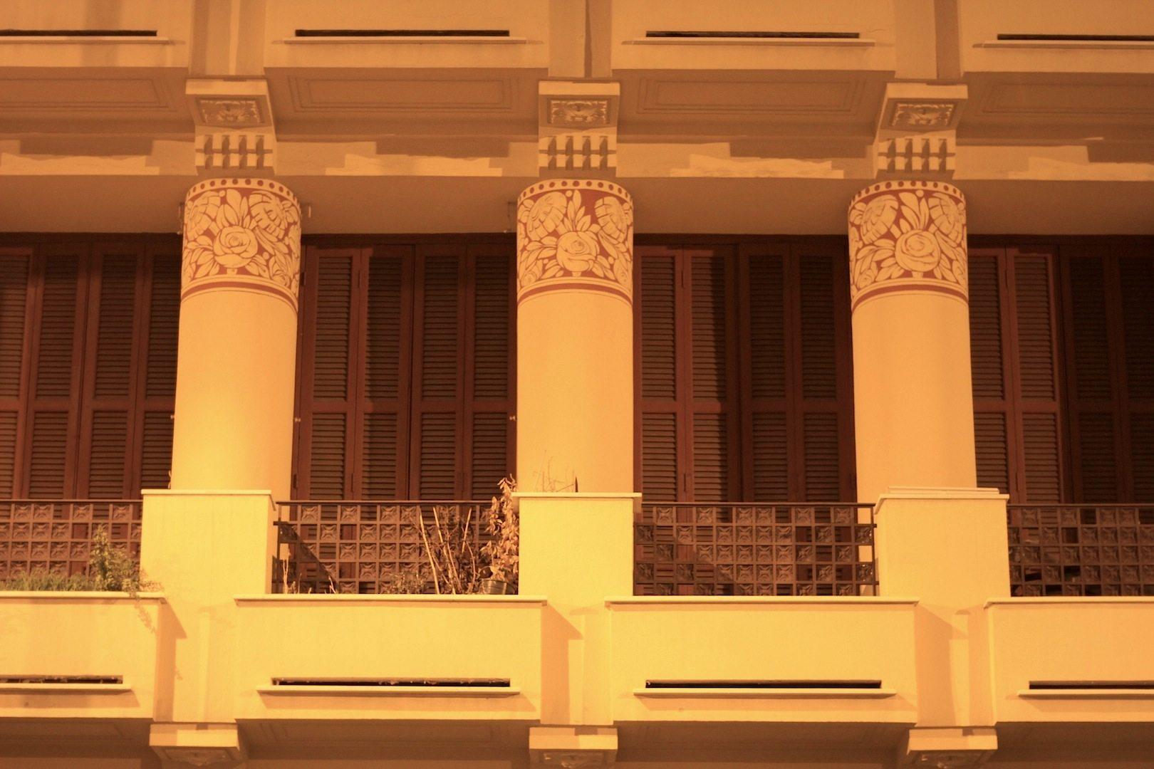 Säulendetail.  Rue Guiglia, Stadtteil Musiciens, Nizza