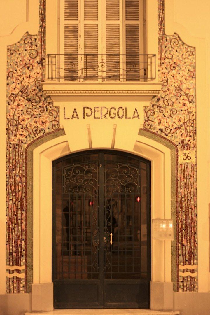 La Pergola. Florale Fassade, Nizza