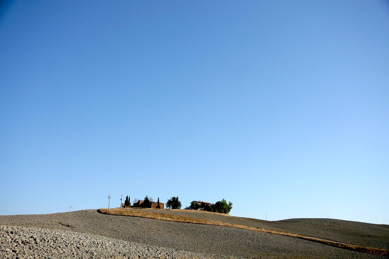 Toskanisch. Mit Landschaft und Himmel