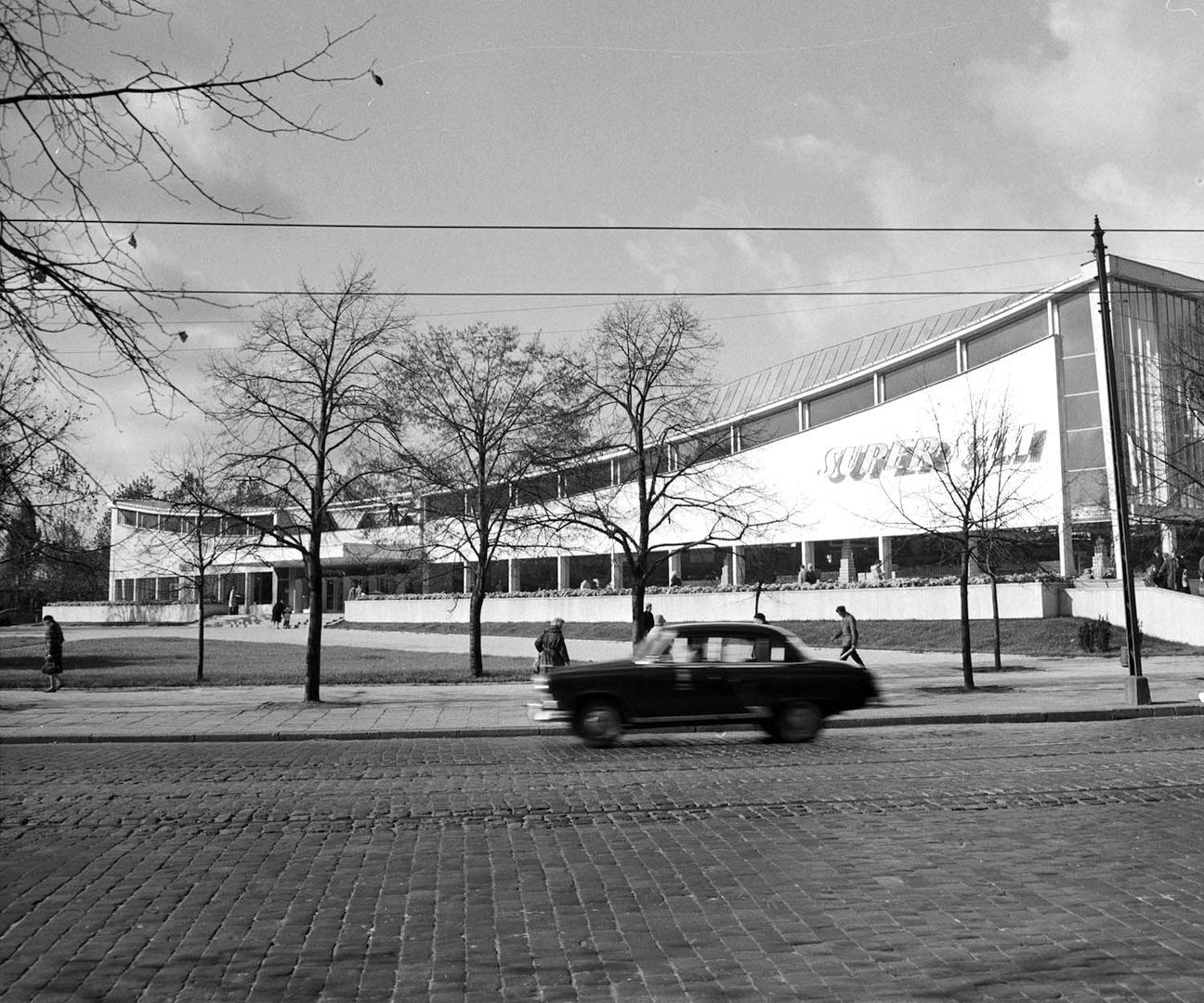 Der Supersam in Warschau. Platz der Union von Lublin, Warschau. Entworfen von Jerzy Hryniewiecki, Maciej Krasinski, Ewa Krasinski. Erbaut 1962, abgerissen 2006