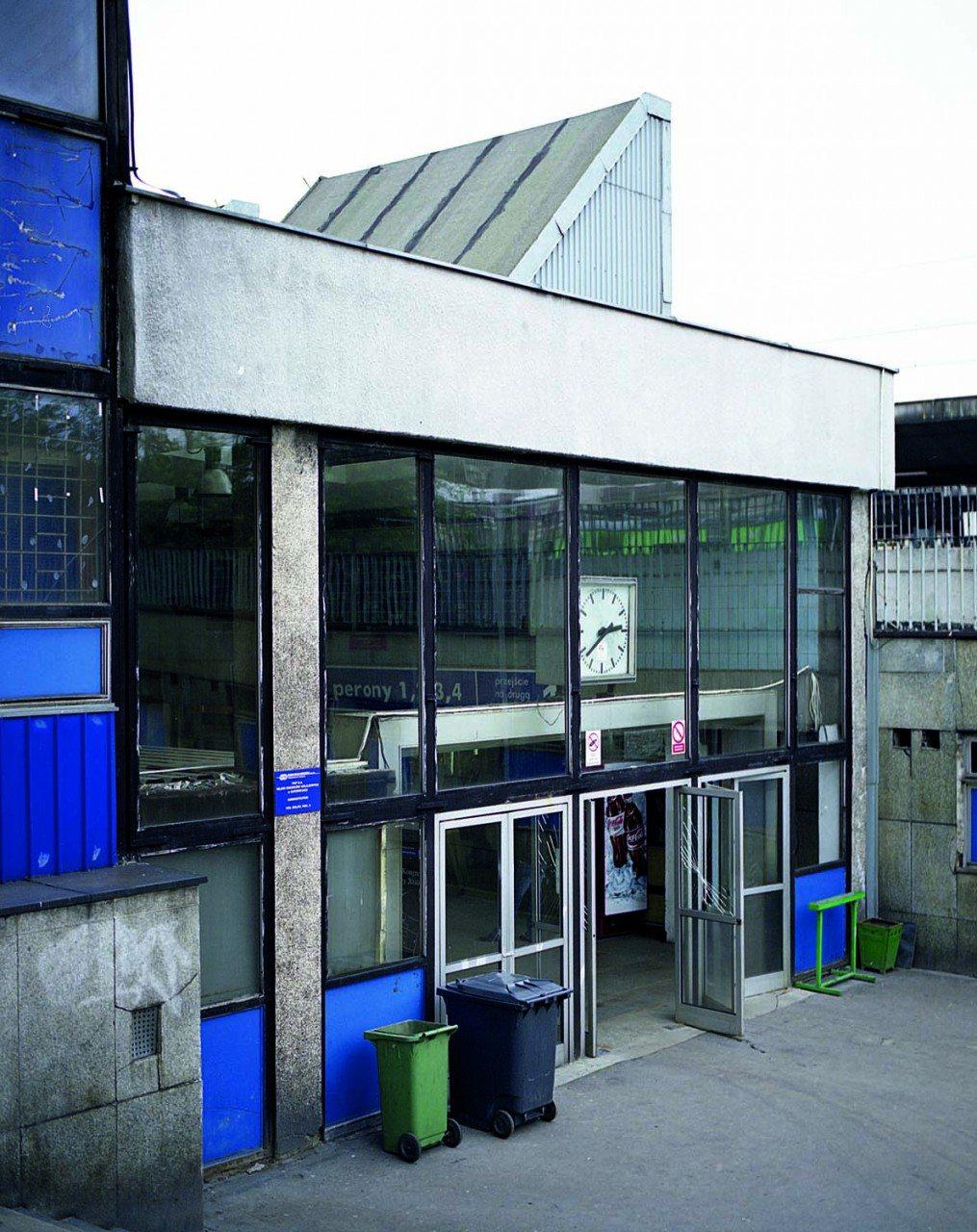 Der Bahnhof in Kattowitz. Wilhelm-Szewczyk-Platz 1. Entworfen von Waclaw Klyszewski, Jerzy Mokrzynski, Eugeniusz Wierzbicki. Erbaut 1972, abgerissen 2010/2011. Das Foto zeigt den heutigen Bahnhof.