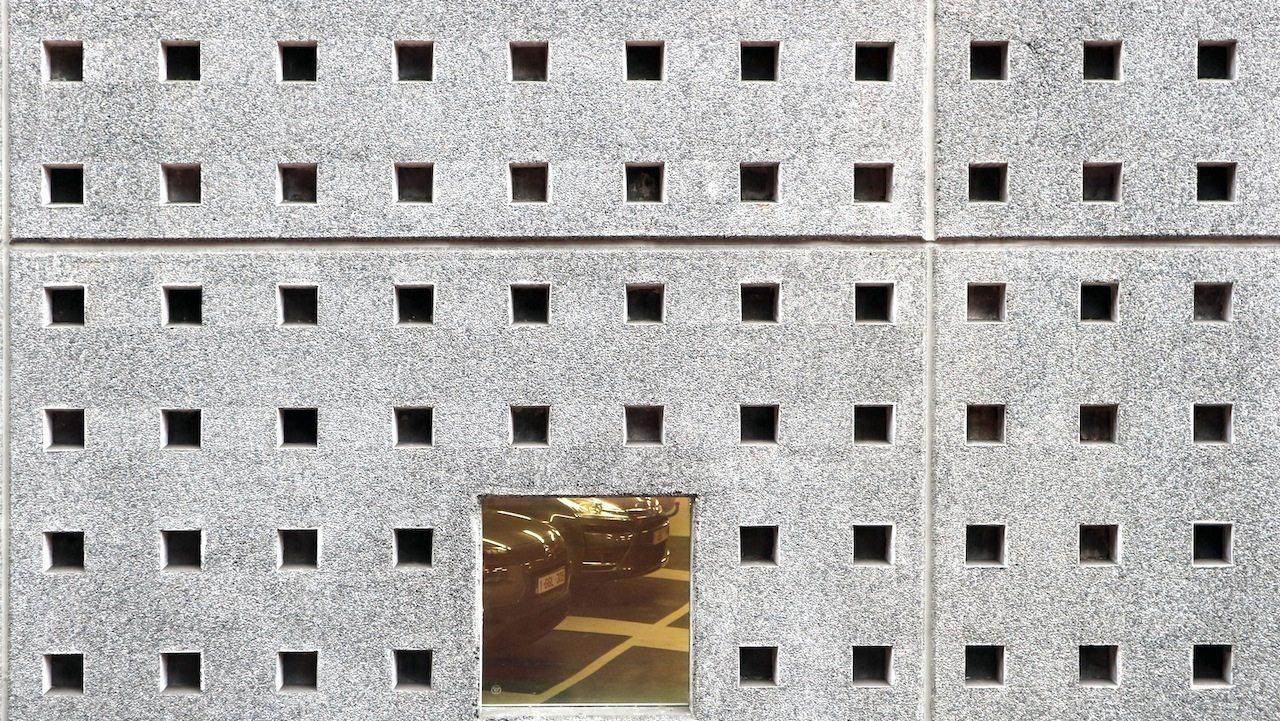 Aus- und Einblicke.  Jacques Vonckes kontrastreiche Materialienauswahl