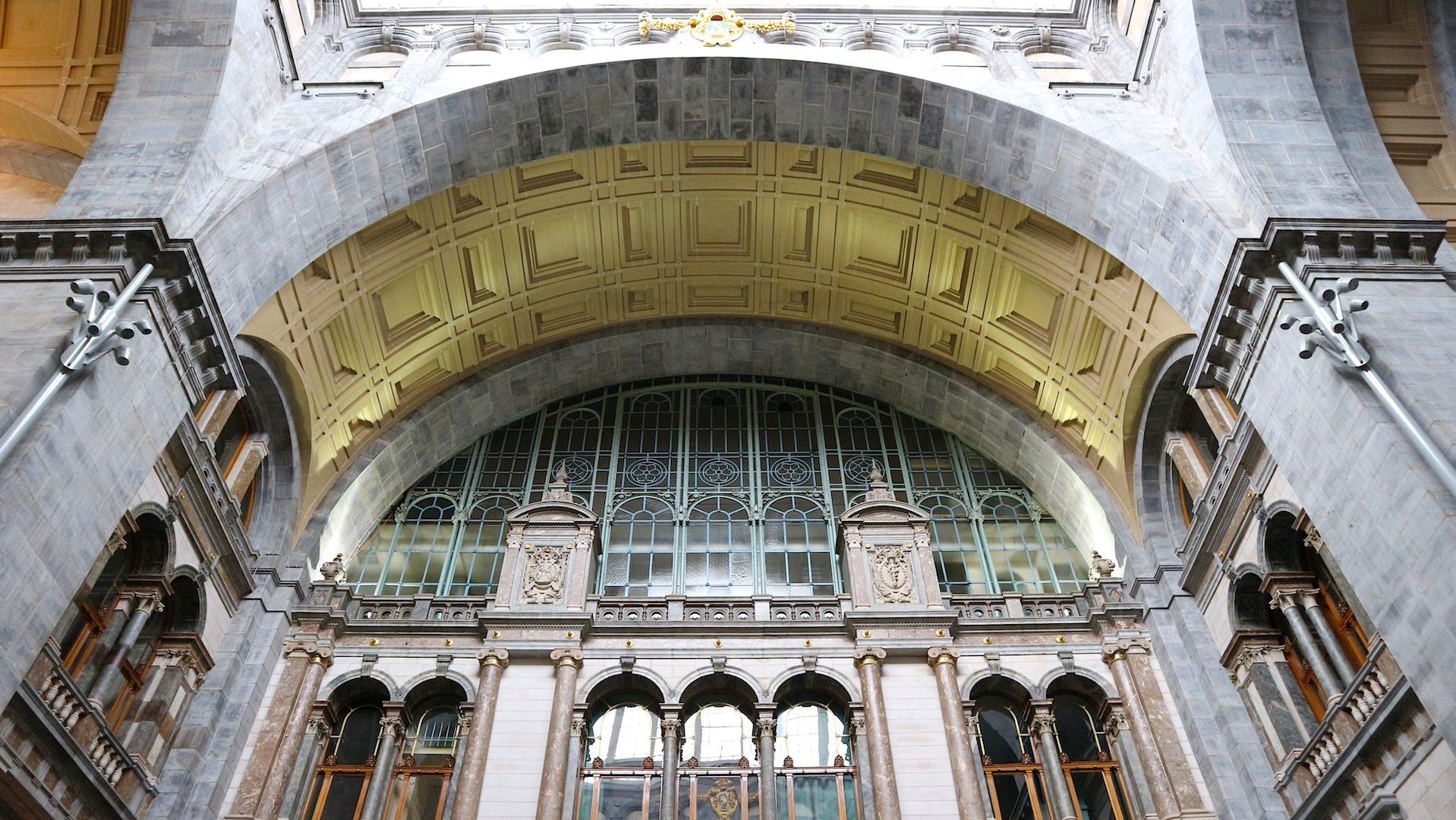 Pompös.  Das eklektizistische Empfangsgebäude des Architekten Louis de la Censerie