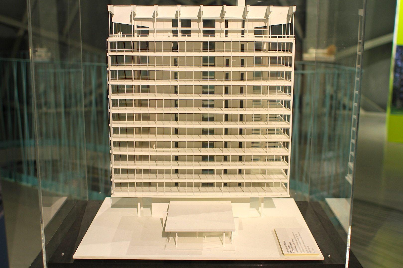 Modernika. So lautet die temporäre Ausstellung im Atomium. Im Bild: das Modell der BP Repräsentanz in Belgien.