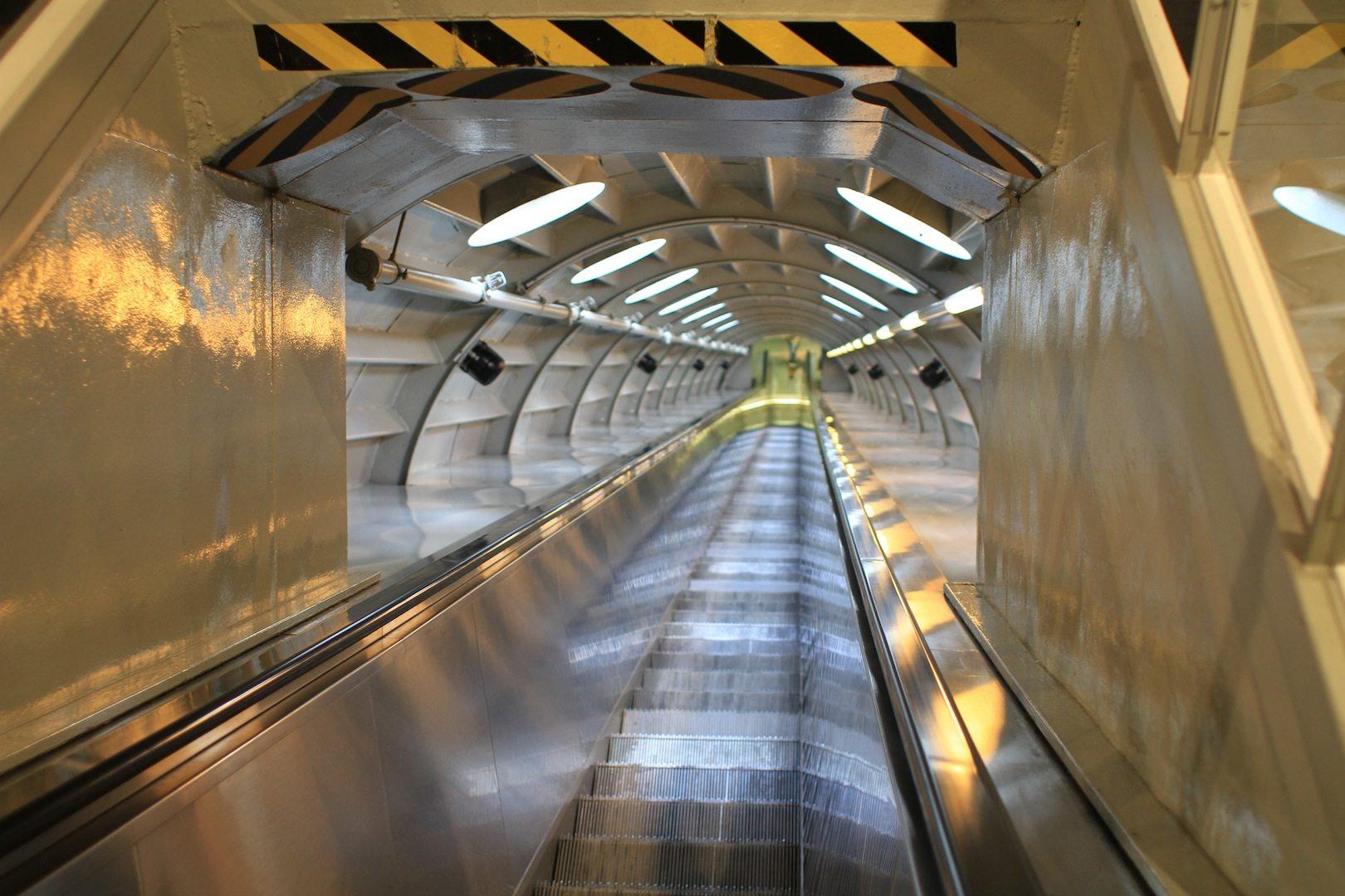 Rolltreppenverbindung. Bei ihrem Bau zählten die Rolltreppen mit bis zu 35 Meter Länge einst zu den längsten in Europa