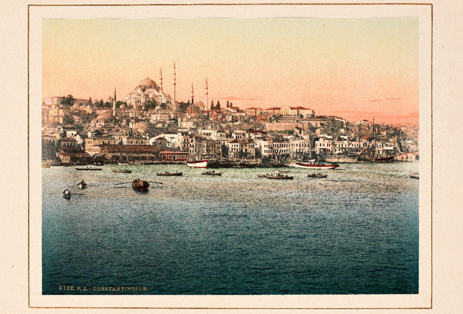 """Golden Horn and Suleymaniye Mosque, built for Suleyman I."".  Handkolorierte Fotografie"