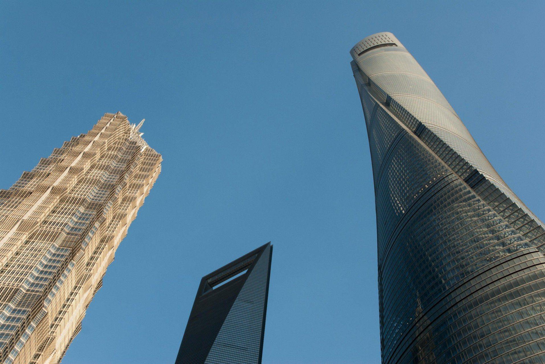 Das Treffen der drei Superwolkenkratzer.  Jin Mao Towers, Shanghai World Financial Center und der Shanghai Tower