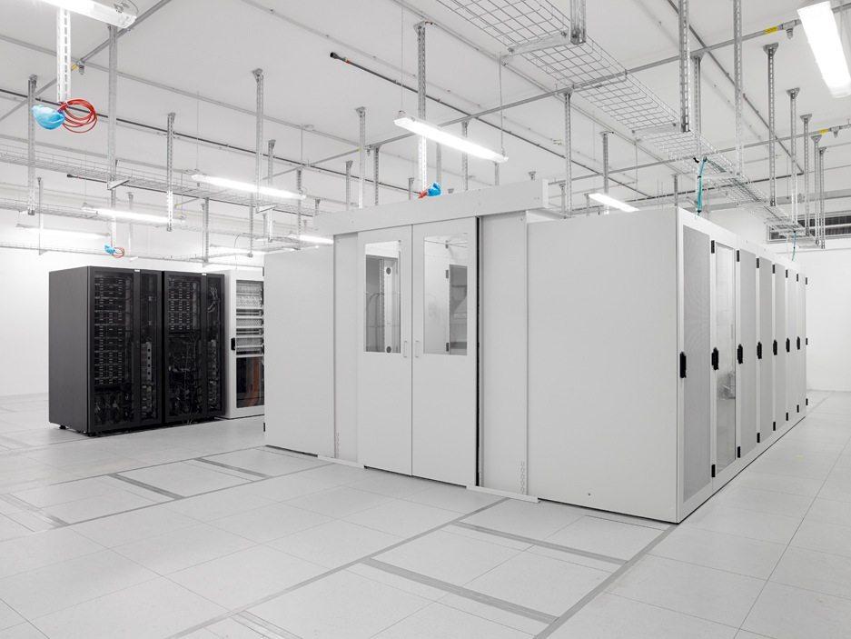 Neuer Geländeteil, IT-Zentrum.  Moderne Technik im neuen IT-Zentrum