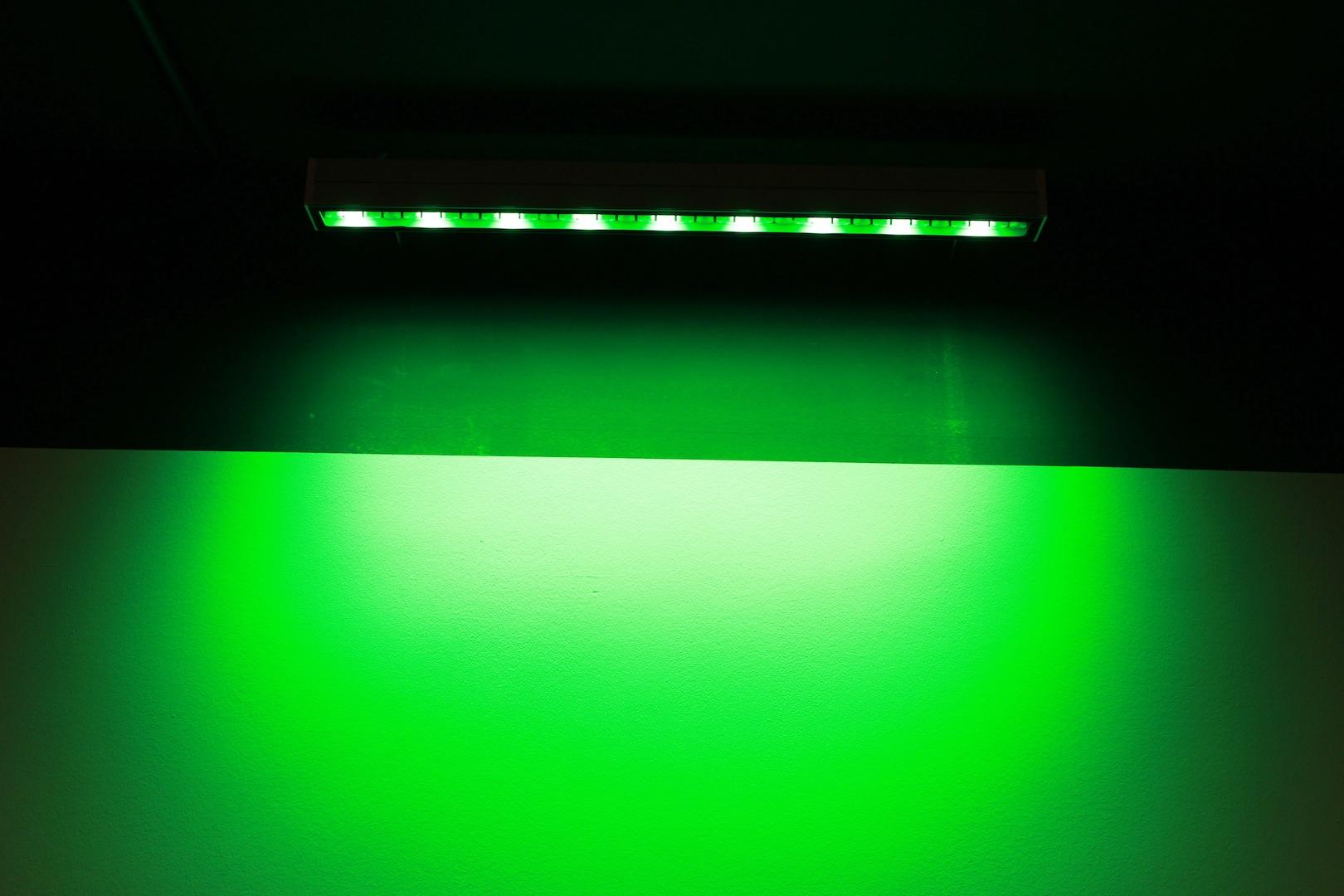 Grünlich. Die Kennfarbe des Museums, unterstützt durch knapp 97.000 (nicht nur grüne) LEDs, 650 Leuchten, 205 Monitoren und Touchscreens sowie 19 Laserprojektoren.