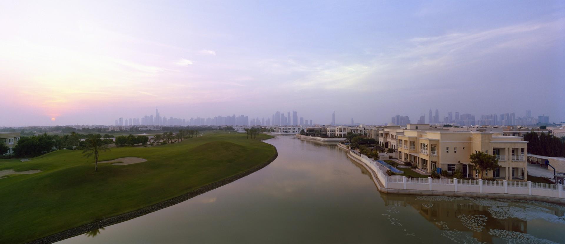 "Die Community. 25°04'41""N, 55°09'23""E: Emirates Hills, Gated Community, 2010, 150 x 64cm"