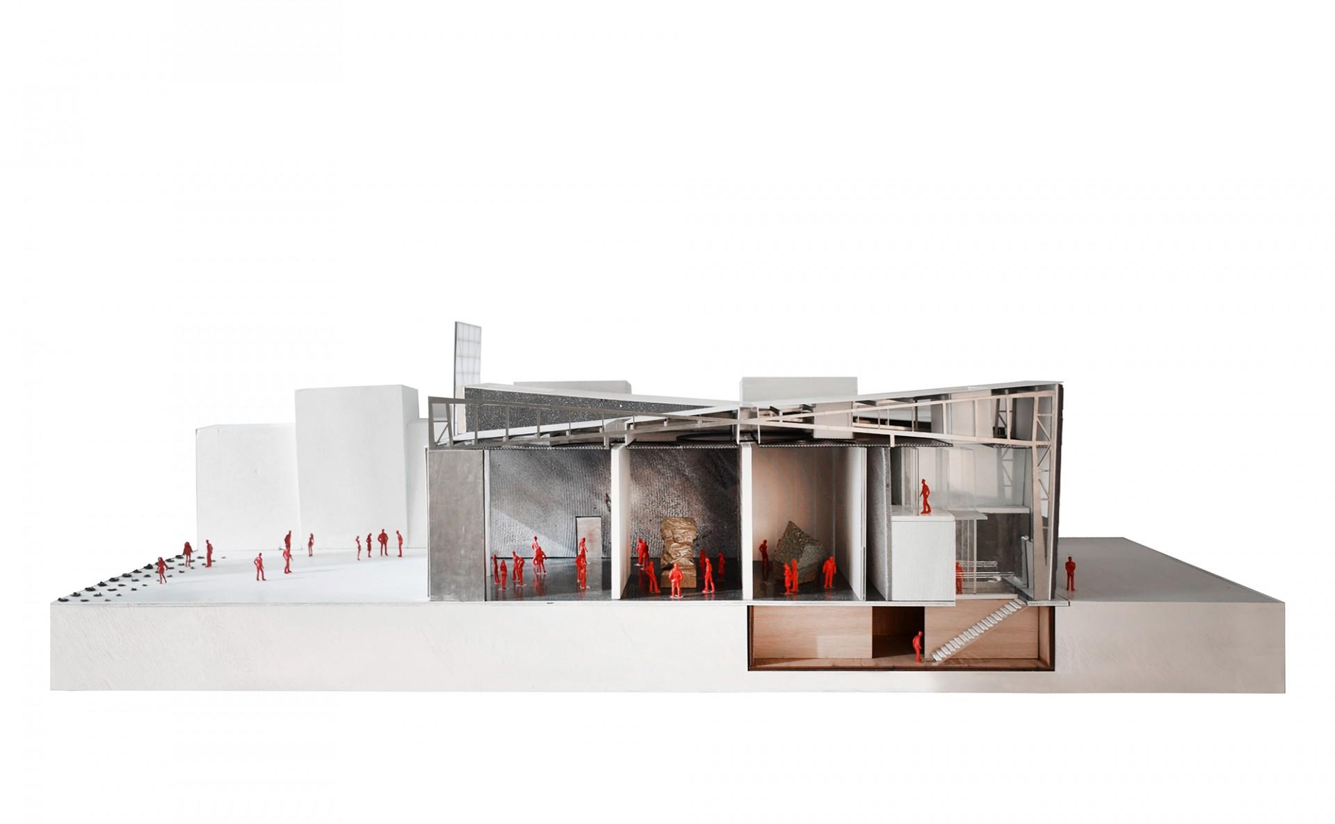 Flexible Raumspiele. Der Schnitt durch das Modell zeigt die verschiedenen Ausstellungsbereiche mit den 8,10m hohen Decken im Erdgeschoss und weiteren Flächen im Untergeschoss.