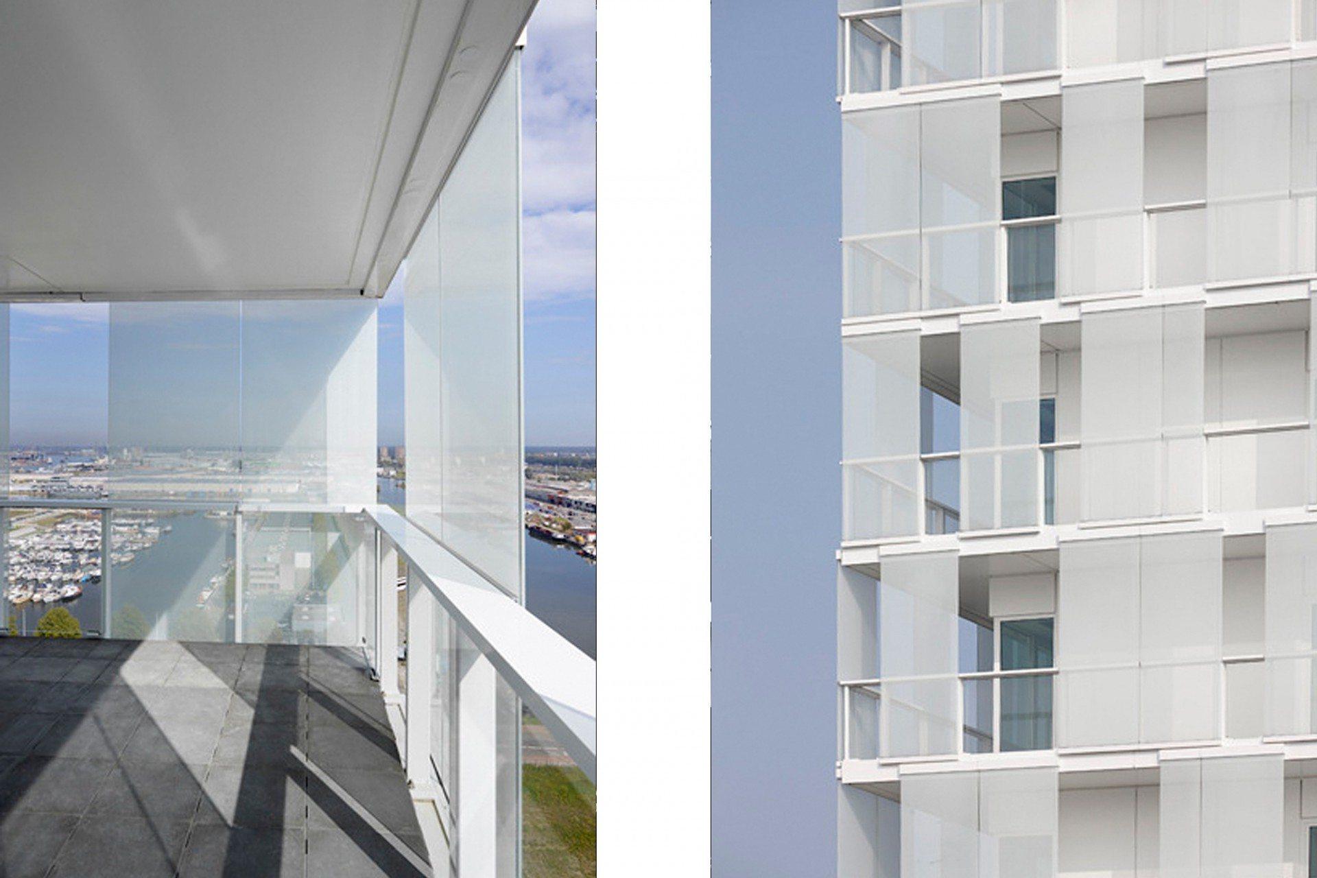 Heiter. Die vielschichtige, transluzente Fassade erzeugt ein heiteres Spiel aus Licht und Schatten und schützt die umlaufenden Umgänge.