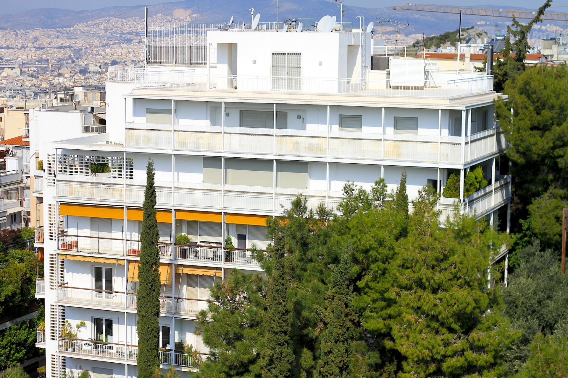 Wohnlich.  Kolonaki ist ein Schauraum der Apartment-Architektur Athens der Epoche zwischen 1920 bis 1940.