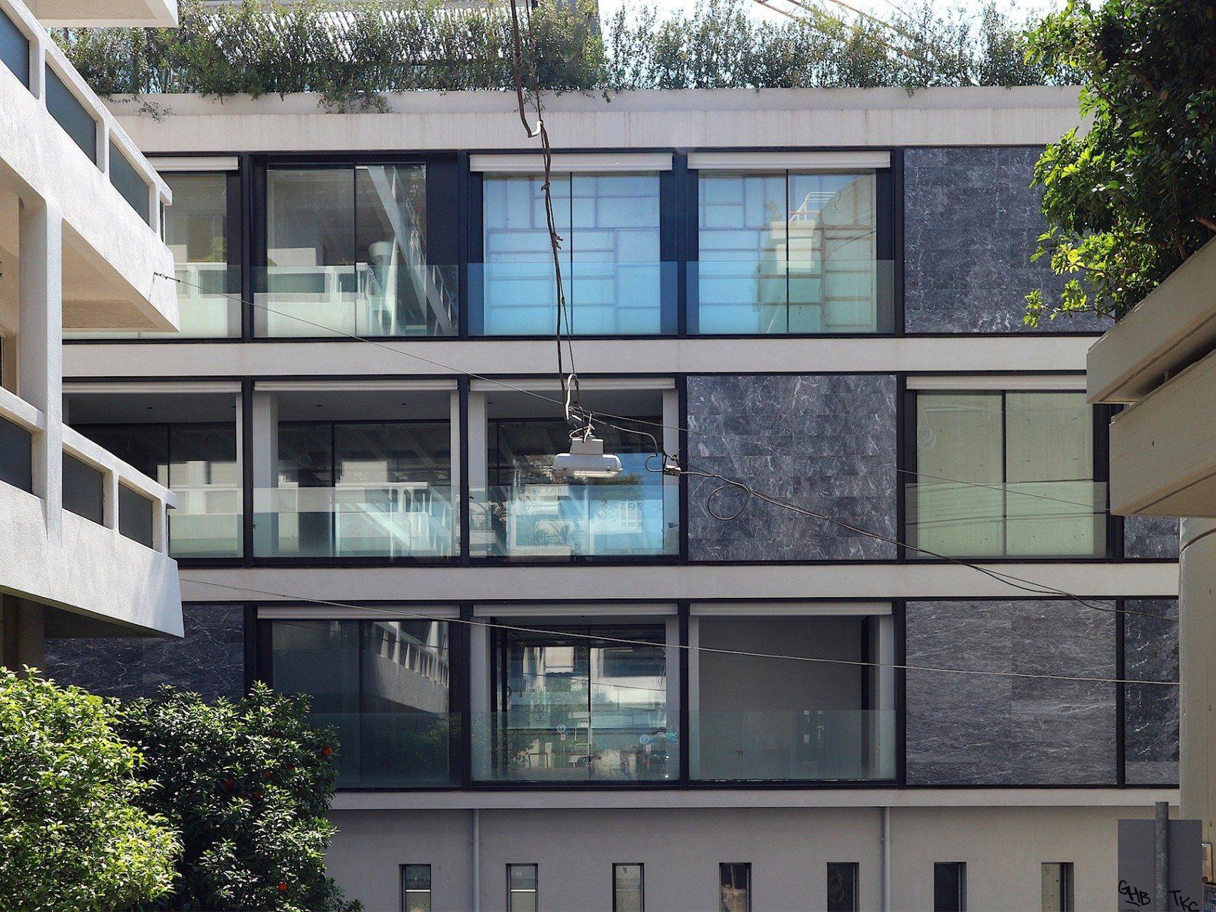 Materialwechsel.  Die klaren Fassaden bestehen heute aus gestrichenem Beton, Glas und Marmor.