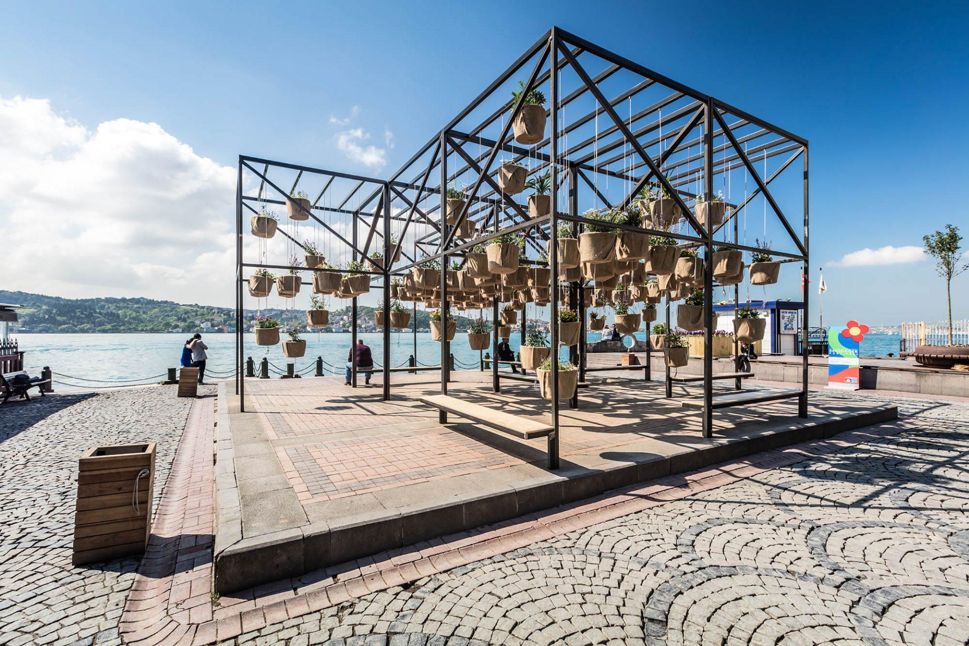 Flying Garden. Kategorie: Öffentliche Installaton. Größe: 60 m2. Auftraggeber: Beşiktaş Belediyesi, Istanbul. Eröffnet: Frühjahr 2016.