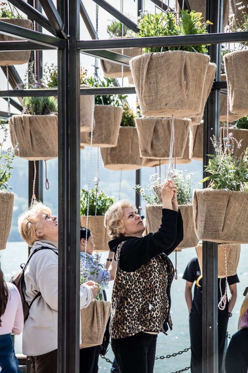 "Flying Garden by SO?.  The pulley system of the installation – similar to the traditional ""makara"" system with baskets lowered down from balconies and windows to street level and very common in Istanbul's neighbourhoods."