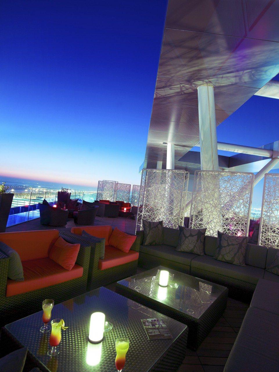 Zu Füßen. relax@12 im Aloft Abu Dhabi