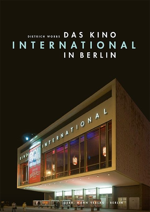 Das Kino International in Berlin.  Das Cover des bei Gebr. Mann Verlag erschienen Sachbuchs von Dietrich Worbs
