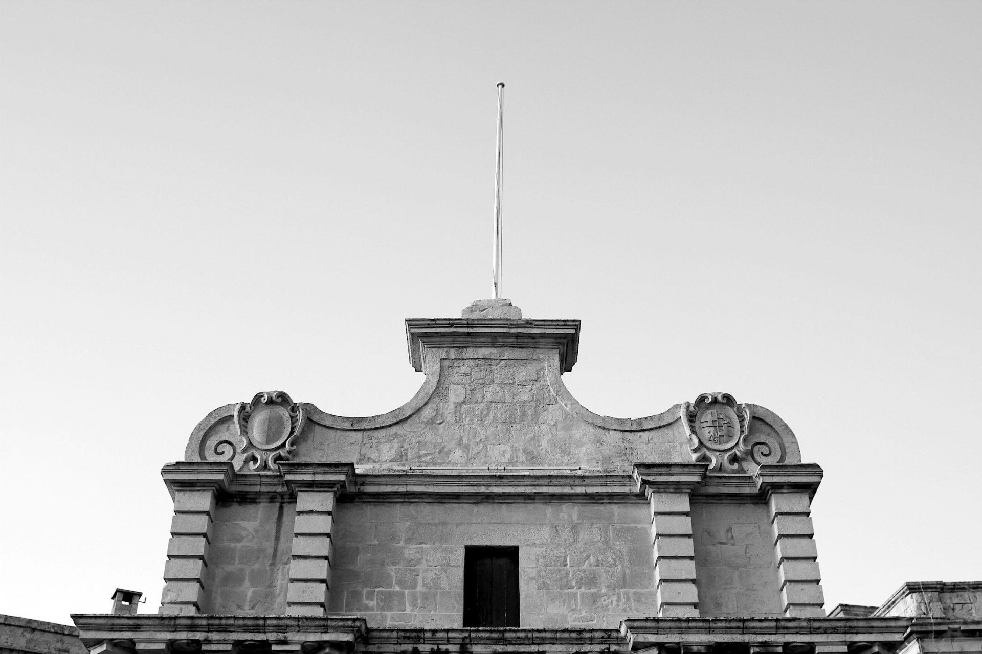 Malta-Bücher von Baedecker, Lonely Planet, DuMont und eine App