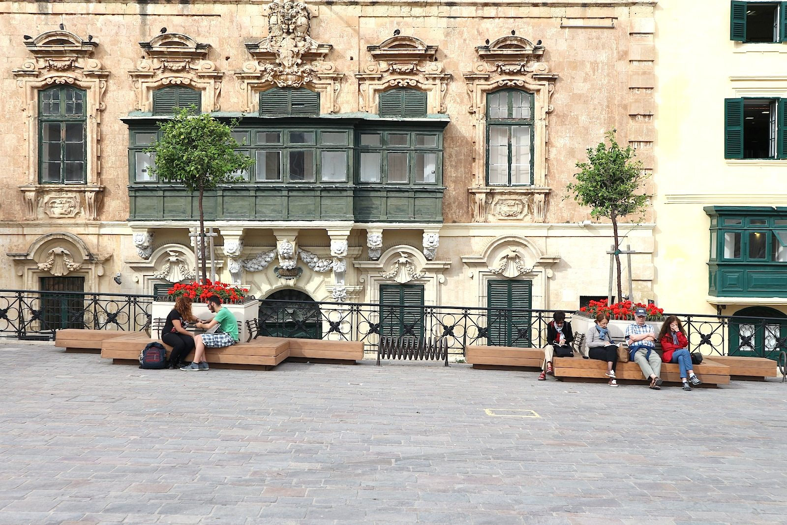 .  Am zentralen Platz Misrah San Gorg