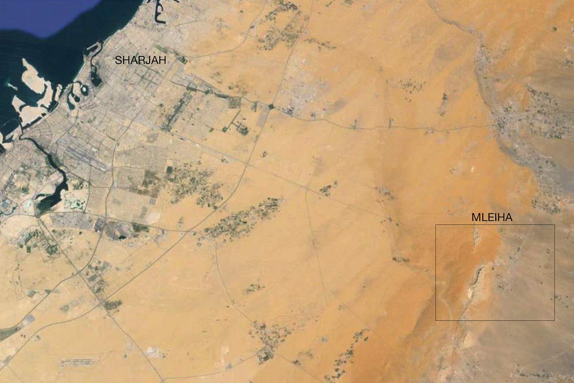 Mleiha. Die Siedlung liegt im Landesinneren, etwa sechzig Kilometer östlich von Sharjah Stadt entfernt.