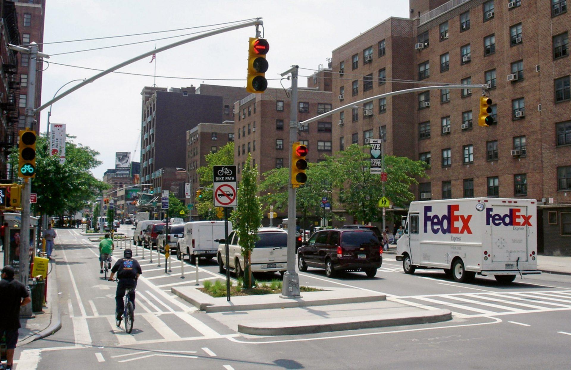 Das menschliche Maß. Der Ausbau von Radfahrwegen sorgte in Manhattans 9th  Avenue in nur zwei Jahren für eine Verdoppelung des Verkehrsaufkommens von Fahrrädern.