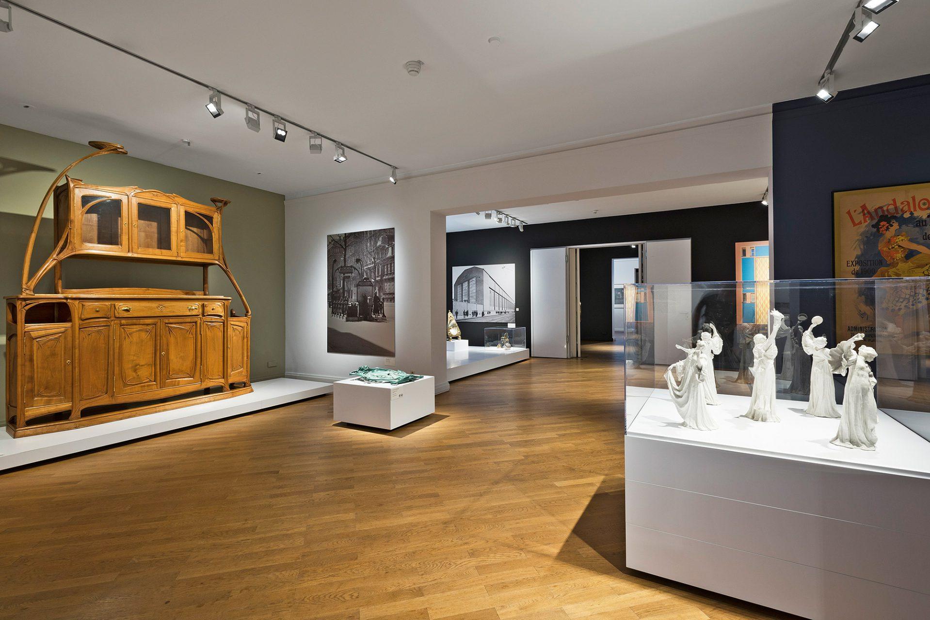 Paris um 1900.  Die französische Hauptstadt war um die Jahrhundertwende eine der wichtigsten Kulturmetropolen der Welt. Der Art nouveau, wie hier von Hector Guimard (1867–1942), setzte seine ästhetischen Maßstäbe.