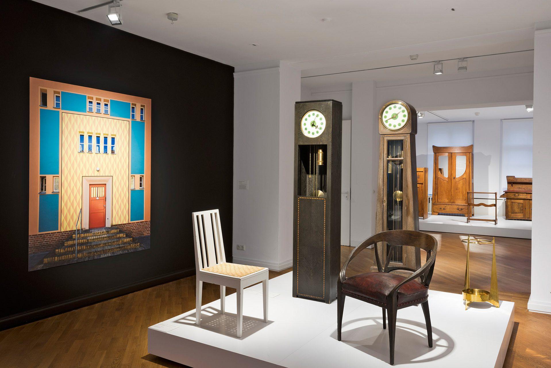 Berlin II. – Industrielle Gestaltung.  Mit Bruno Paul, Bruno Taut und Peter Behrens  begann in Berlin Anfang des 20. Jahrhunderts eine völlig neue, an der industriellen Fertigung orientierte, sachliche Gestaltung.