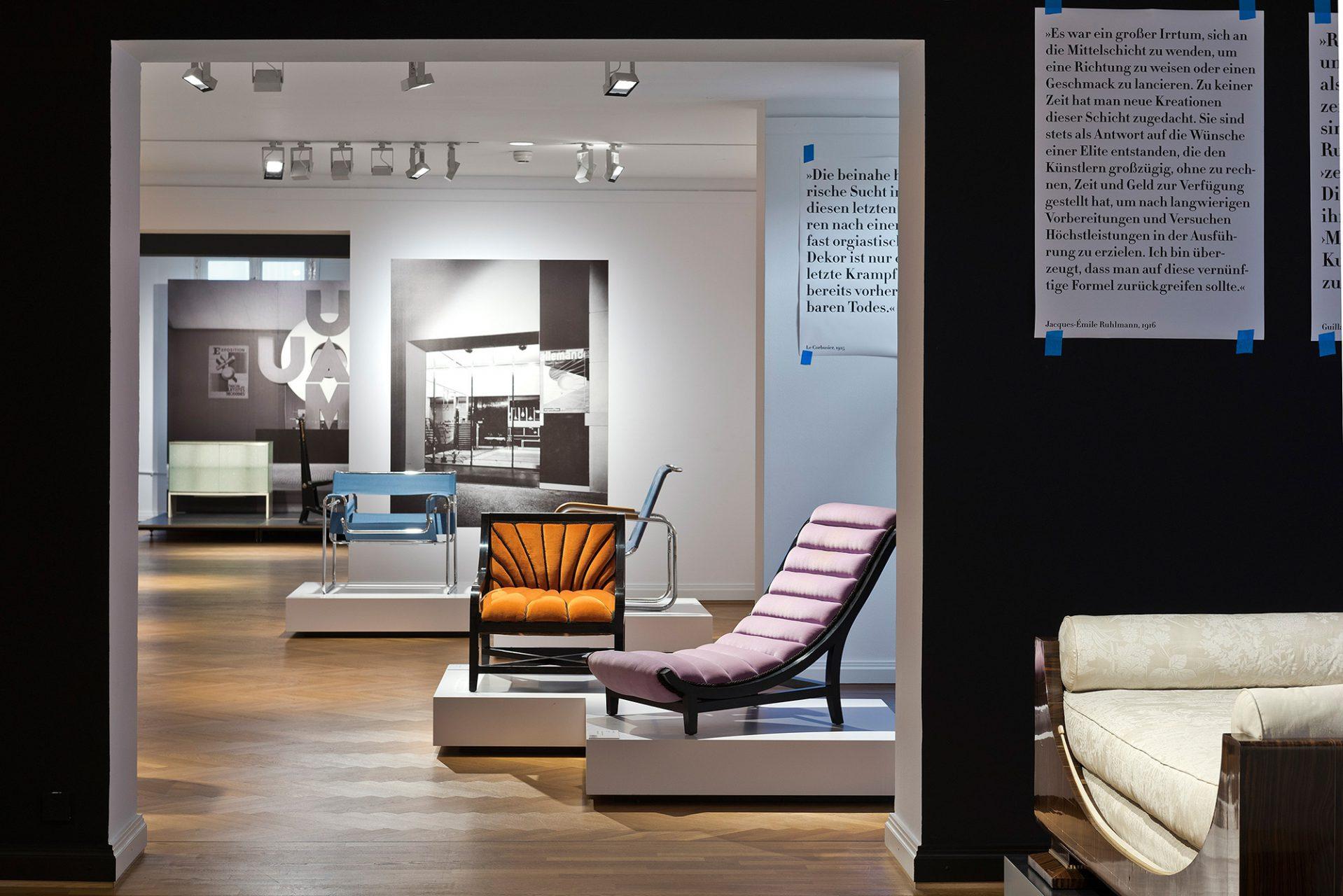 """Paris 1930.  Der Deutsche Werkbund erhielt 1930 die Einladung, ihre erneuerte Architektur- und Designsprache auf der Pariser Ausstellung """"Société des artistes décorateurs"""" vorzustellen."""