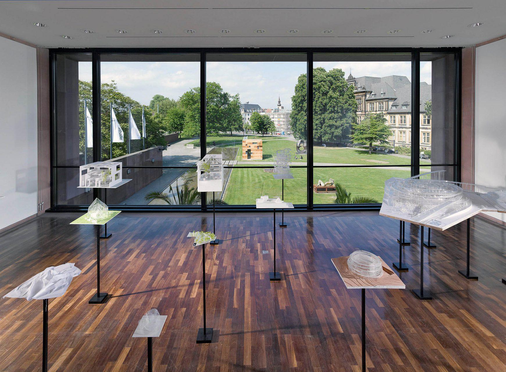 Futurospective.  Im Sommer 2012 richtete die Kunsthalle Bielefeld erstmalig eine Einzelausstellung des japanischen Ausnahme-Architekten Sou Fujimoto außerhalb seines Heimatlandes aus.