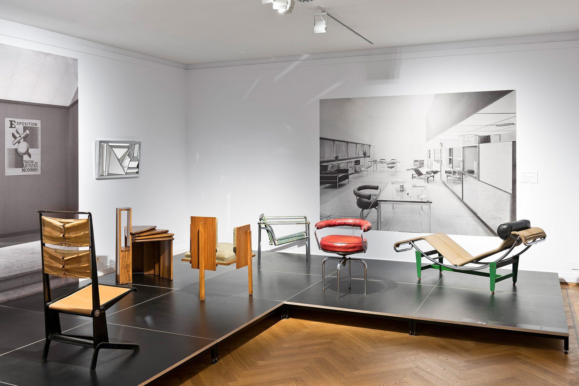 Union des Artistes Modernes.  Als Antwort darauf gründete sich 1929 die UAM unter der Leitung von Robert Mallet-Stevens (1886–1945). Mit der Kombination des deutschen Funktionalismus und des französischen Art déco entwickelte sich so eine eigenständige, französisch geprägte Moderne.