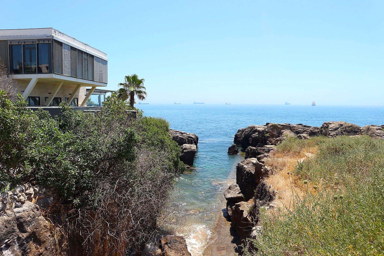 Cool am Wasser. Das mehrfach für sein Design ausgezeichnete Fünfsternehotel Farol an der Av Rei Humberto II de Itália 7.